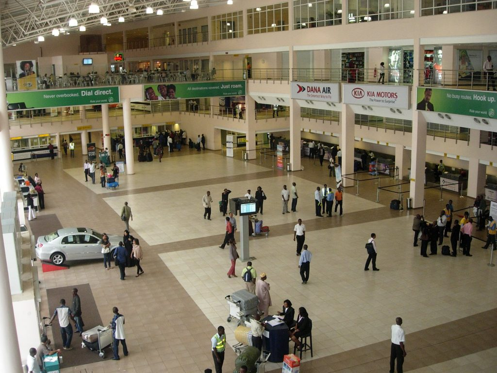 Man set to depart Nigeria robbed of his passport, other properties while heading to the airport