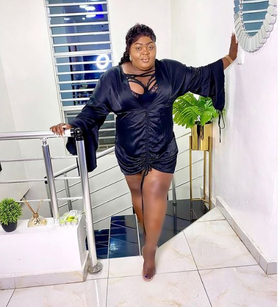 Netizens severely drag Eniola Badmus for over-editing her photos